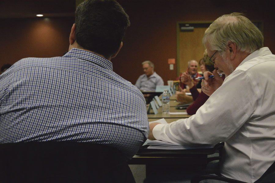 Faculty senators discuss issues at the January 2017 Senate meeting.