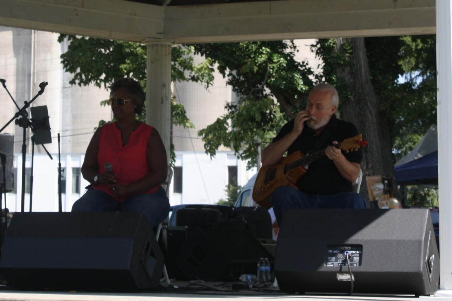 Robbie Bartlett, who has been performing around the Louisville area since the early 80's, appeared as one of the many musical entertainment guest for the weekend; filling the park with her warm and sultry renditions of Frank Sinatra classics.