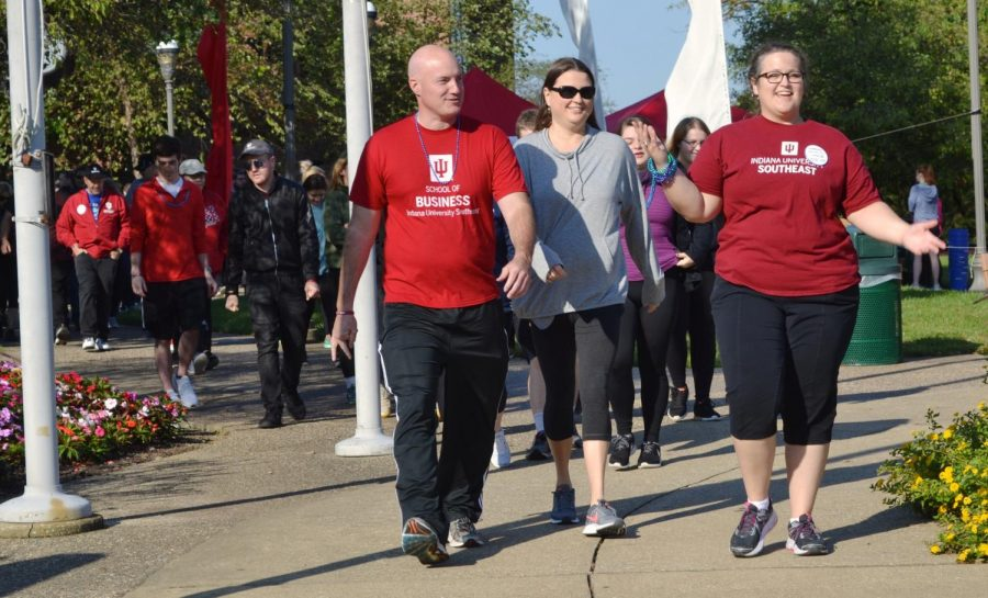 Students%2C+faculty+and+community+members+walk+in+the+Out+of+the+Darkness+walk+to+prevent+suicide.