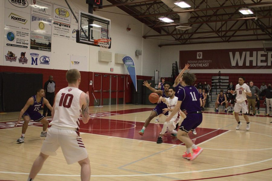 John Kinnaird Jr. passes out to Jared Osborne (#10) for a wide-open three-point attempt against Asbury on Feb. 6.