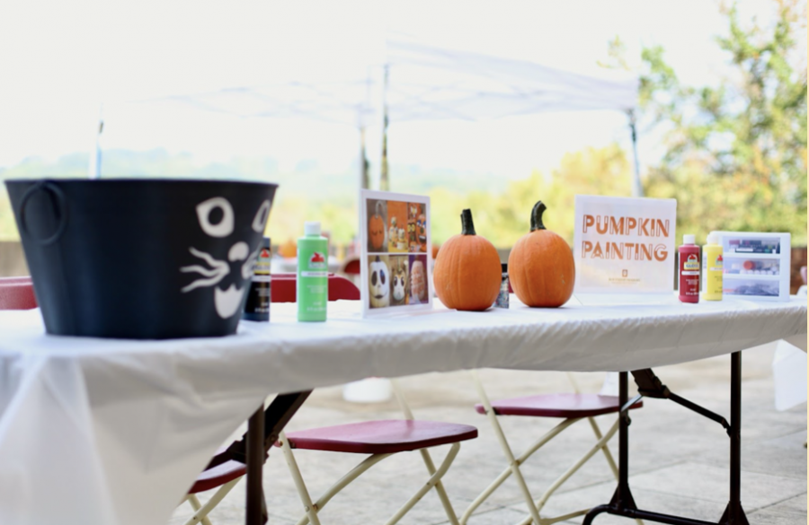 New Student Programs kicks off the fall season at IUS with free pumpkin painting, candy and music for students.
